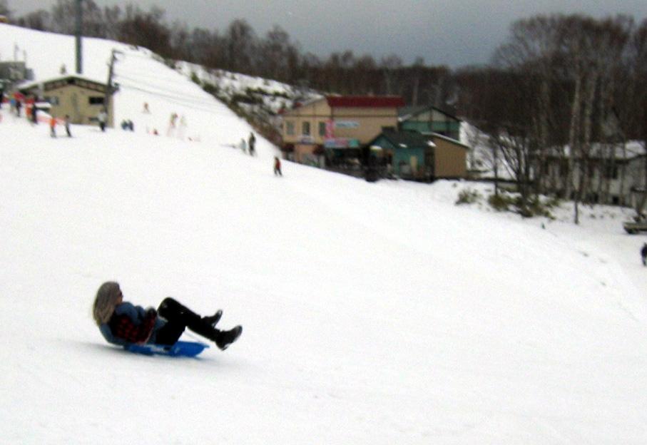 未確認飛行物体 UFO  「未確認飛行物体(@_@;)」 小樽の天狗山スキー場で小元太とソリ滑り